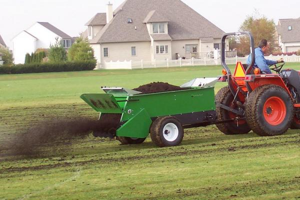 Topdressing with compost
